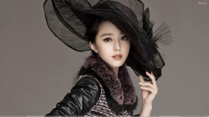 Beautiful Pose Of Fan Bingbing In Black Dress N Black Hat